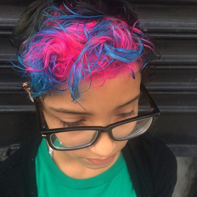 Natalia did this pink with blue tips panel for our young client. Back to school the tomahawk way;)