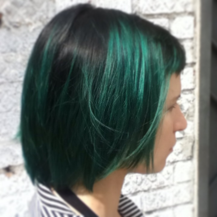 Close up on Donna's emerald green #balayage and black single process root.